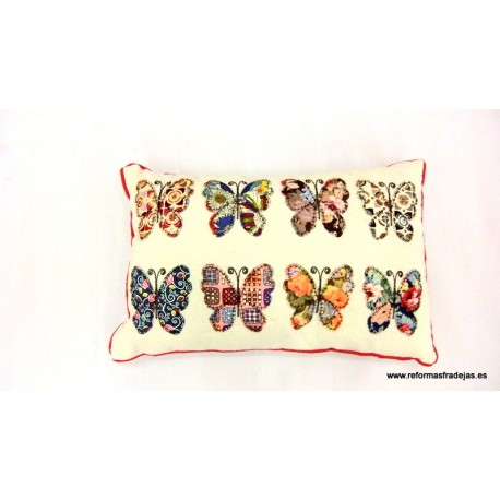 Cojín mariposas alargado