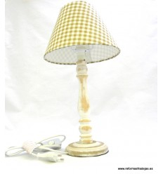 Lámpara madera desgastada